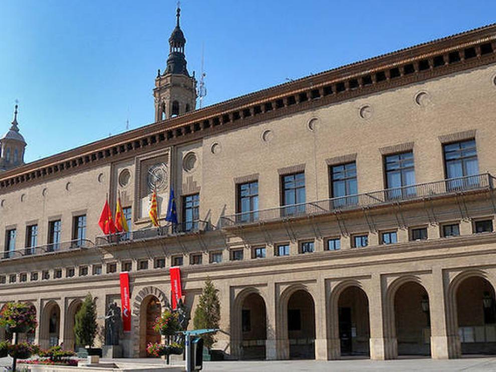 Fachada del Ayuntamiento de Zaragoza.