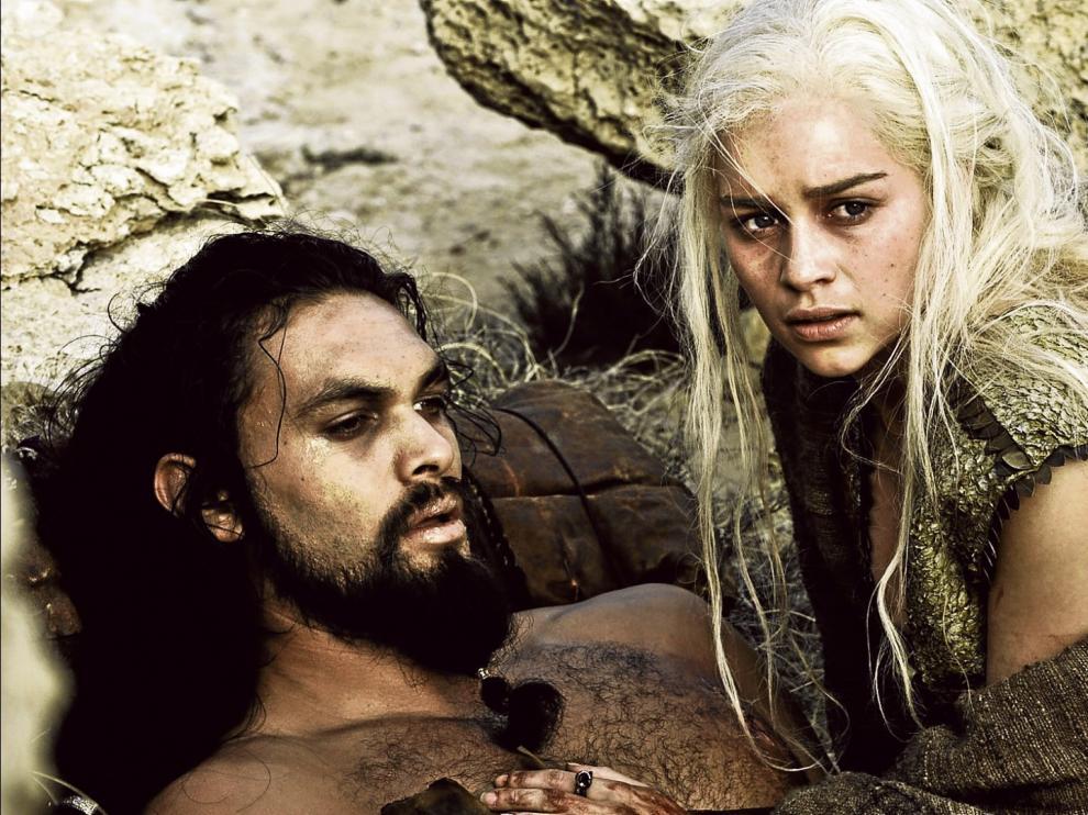 Danereys Targaryen, con Khal Drogo, el jefe de los dothraki, en una escena de 'Juego de tronos'.