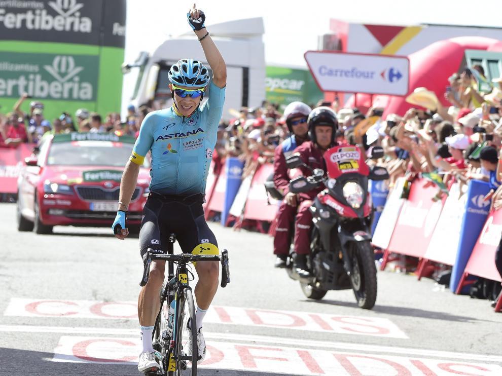 El ciclista colombiano Miguel Ángel López  consigue, de esta forma, su segundo triunfo tras la victoria en la undécima etapa en Calar Alto.