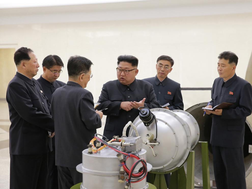 Kim JOng Un visita unas instalaciones nucleares