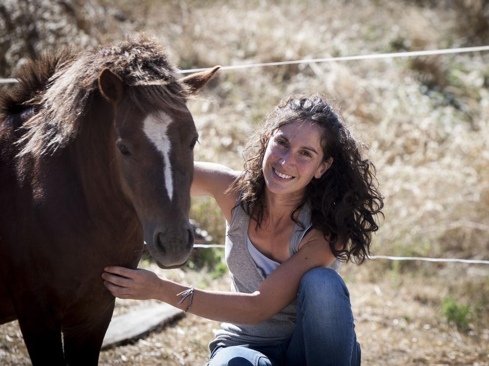 Esmeralda Ezquerro con su pony