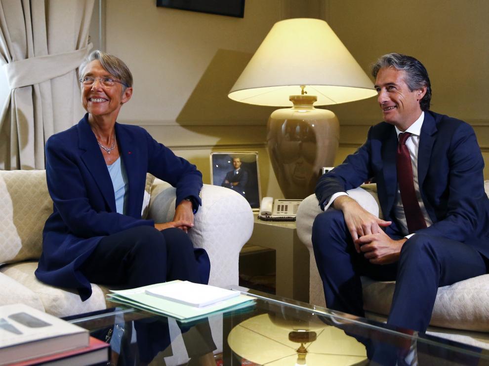 La ministra francesa Elisabeth Borne y el ministro español Íñigo de la Serna, ayer en Madrid.