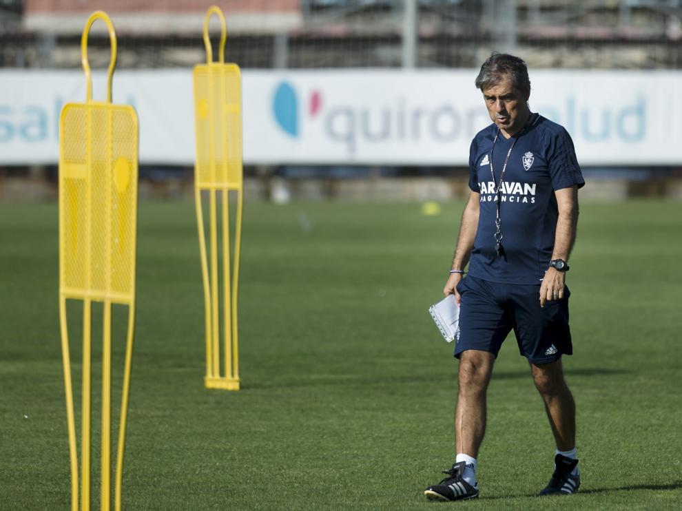 Natxo González, entrenador del Real Zaragoza, durante una sesión preparatoria en la Ciudad Deportiva.