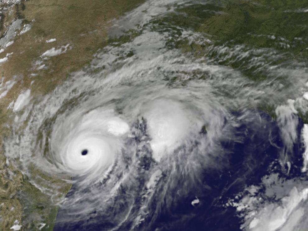 El huracán Harvey, aproximándose a Texas, el 25 de agosto, en una imagen tomada por el satélite Goes de la NASA