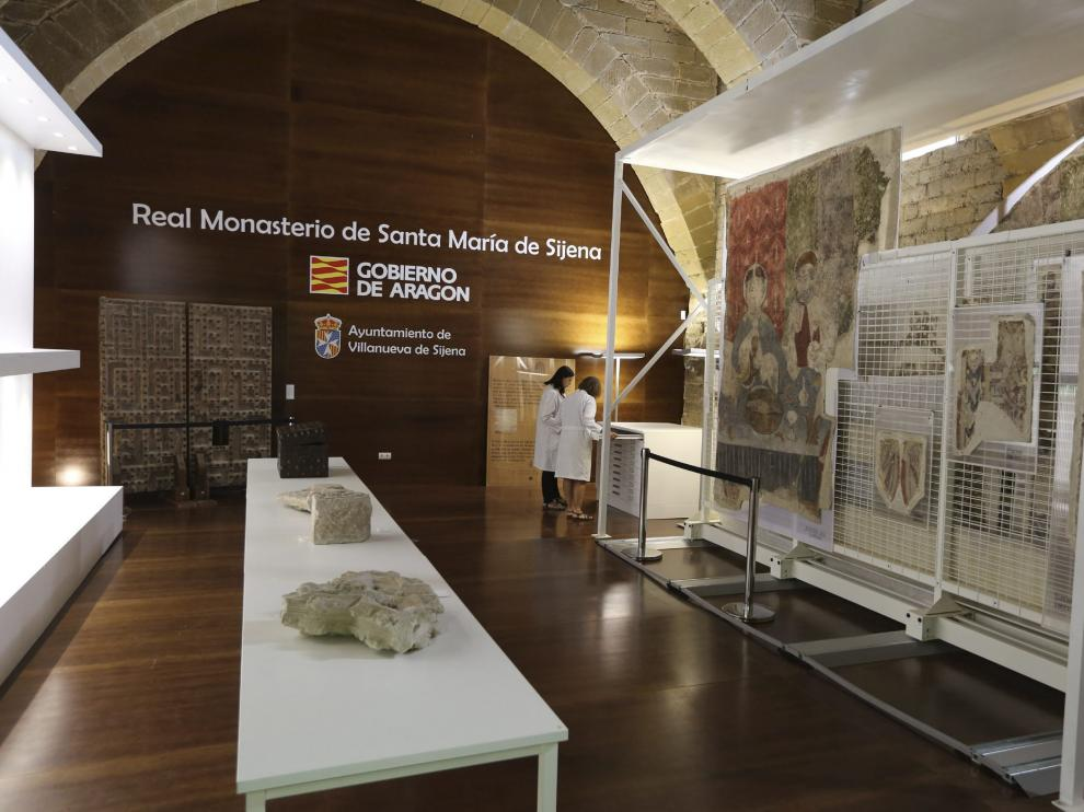 Fragmentos de las pinturas murales del primer lote entregado pueden verse en el monasterio.