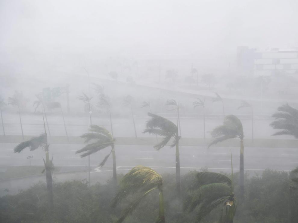 El huracán Irma deja Cuba y llega a Florida