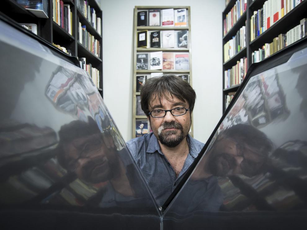 Juan Casamayor fundó en 1999 el sello Páginas de Espuma, especializado en el cuento.