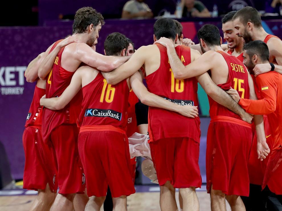 La selección española, celebrando el triunfo ante Alemania.