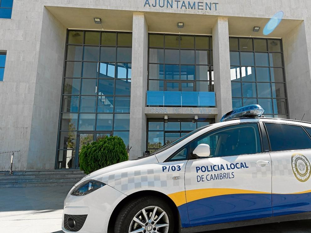 La comisaría de la Policía Local de Cambrils se ubica en el mismo edificio del Ayuntamiento.