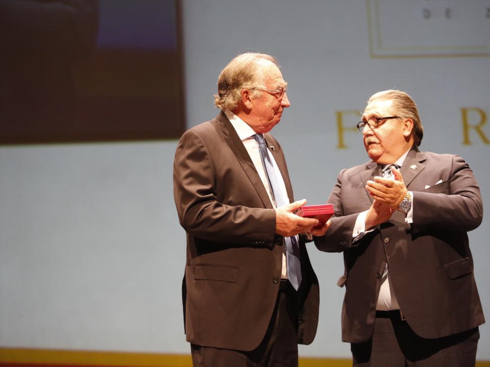 Amado Franco recibe la medalla de oro de la Cámara de Zaragoza