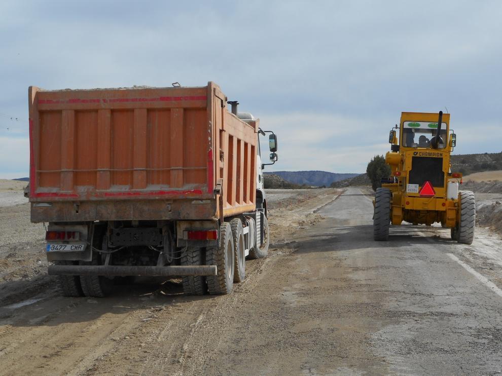 La fase que se acaba de iniciar acondicionará el tramo que discurre entre la intersección con la carretera autonómica A-1104 dentro del casco urbano de Monegrillo y el punto kilométrico 5.