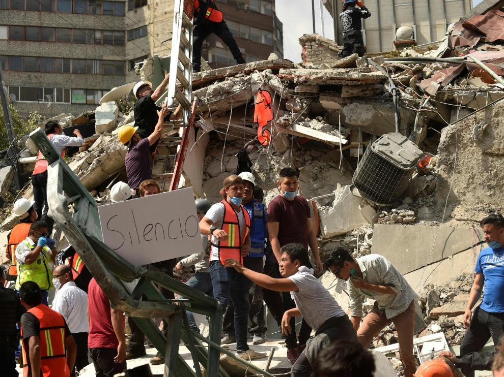 Un potente terremoto vuelve a sacudir México