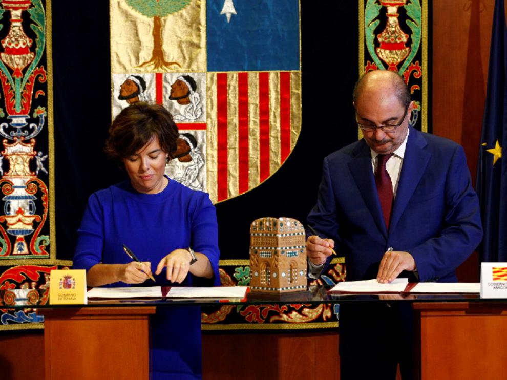 Sáenz de Santamaría y Lambán firman en Teruel el Fite