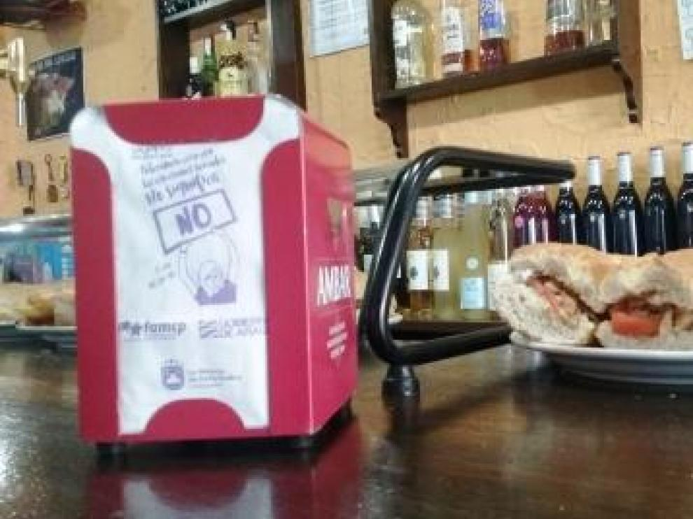 """""""No significa no"""", rezan las nuevas servilletas de los bares de La Almunia."""