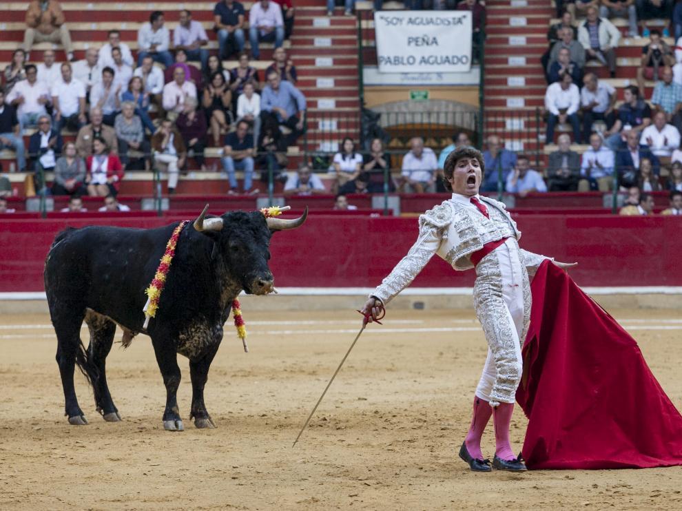 El novillero aragonés torea un mano a mano con Colombo en Algemesí (Valencia)