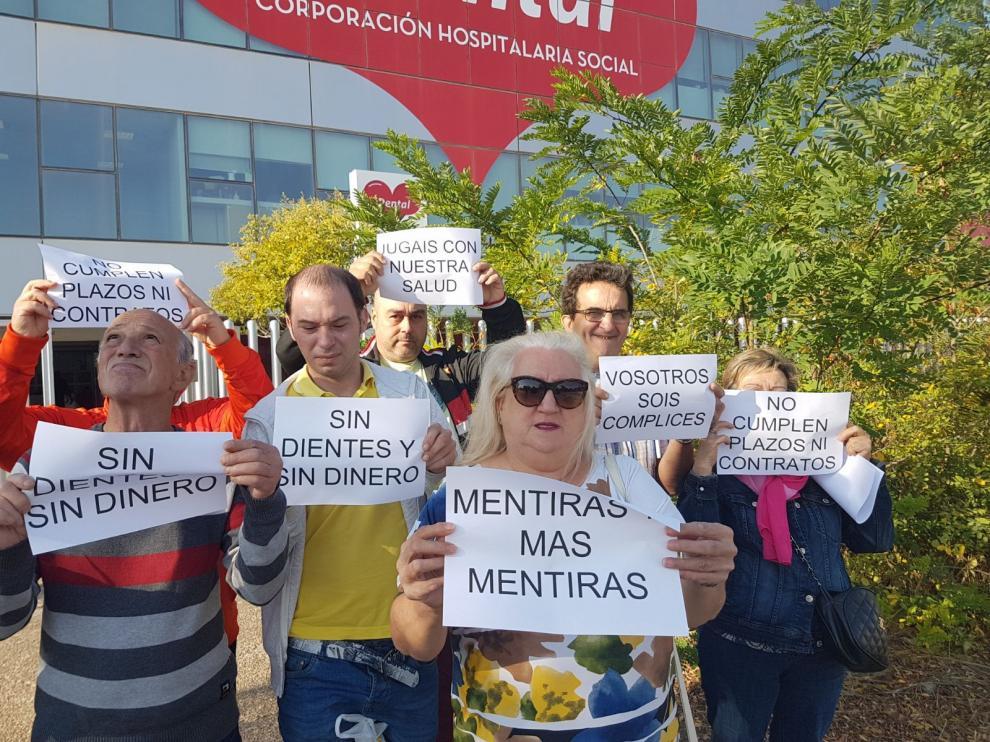 Inicio de las protestas de clientes de iDental en Zaragoza, en 2017.