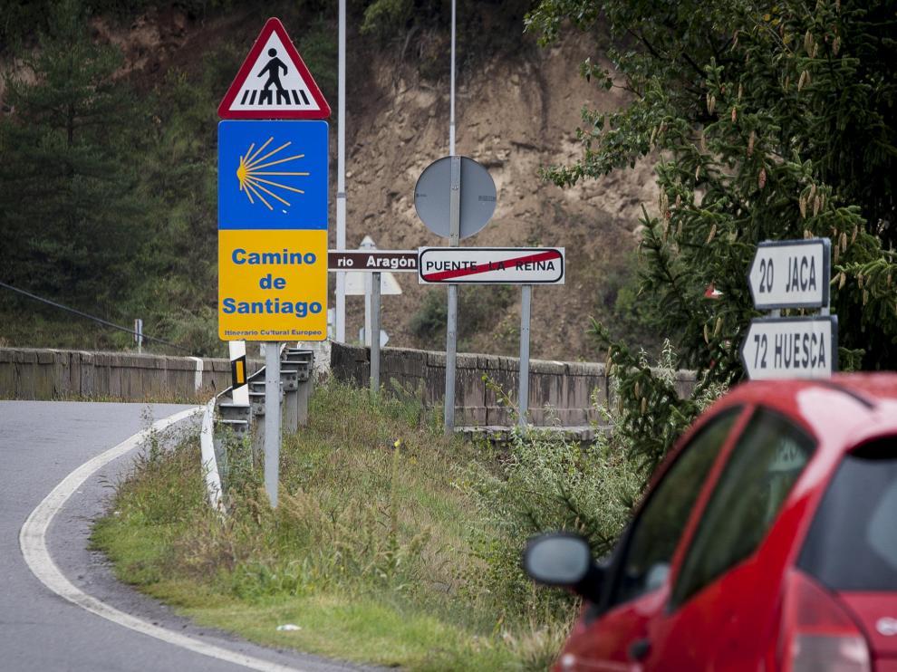 Señales del Camino de Santiago en Puente la Reina.