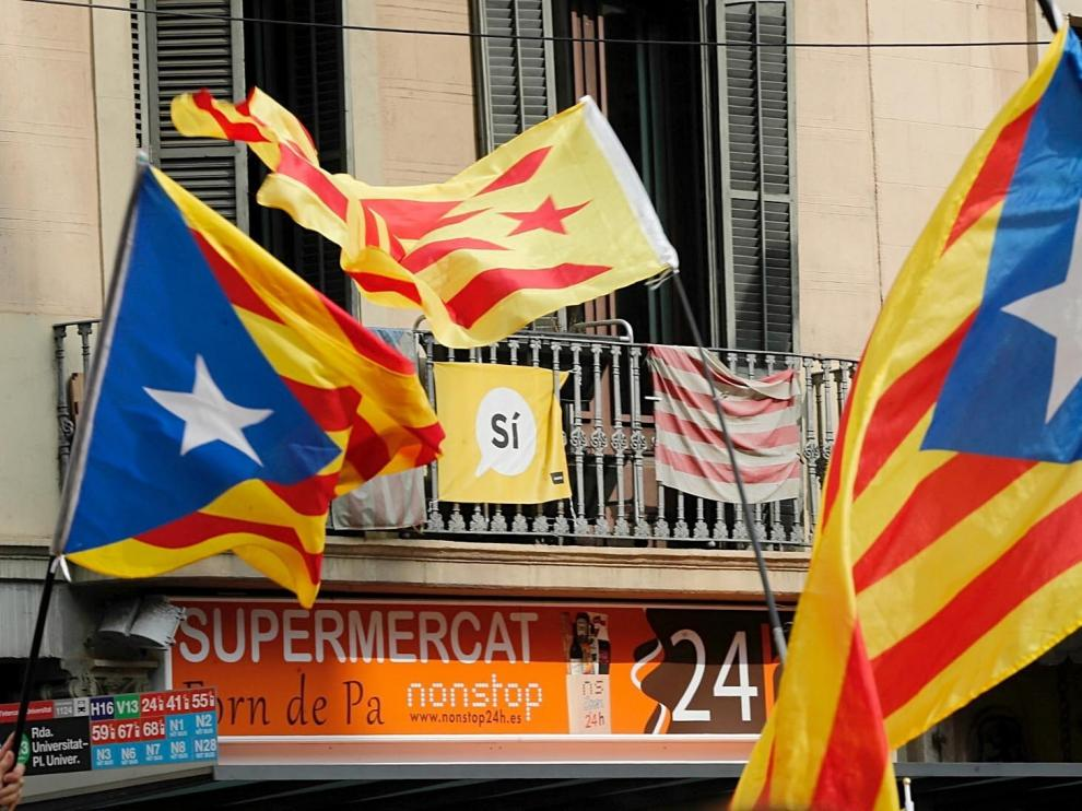 Miles de estudiantes se manifiestan en Barcelona a favor del referéndum del 1-O