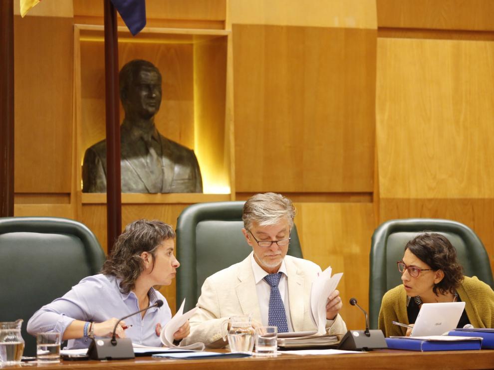 En los plenos del Ayuntamiento de Zaragoza se bebe agua del grifo desde 2009.