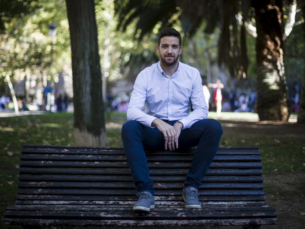 Diego Gómez no suele estar sentado en un banquillo, salvo que sea el de un parque.