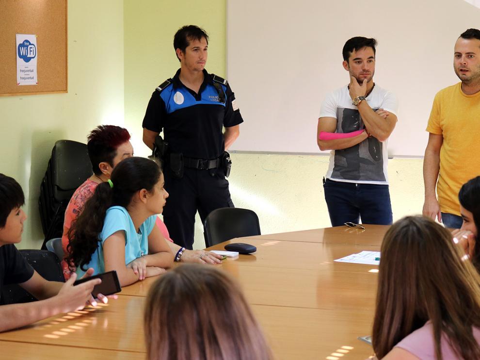 El concejal de Festejos ha expuesto junto al torero local Imanol Sánchez, quien ejerce como director de Lidia en Aragón, y el jefe de la Policía Local la actual normativa de menores en el Reglamento Taurino de Aragón.