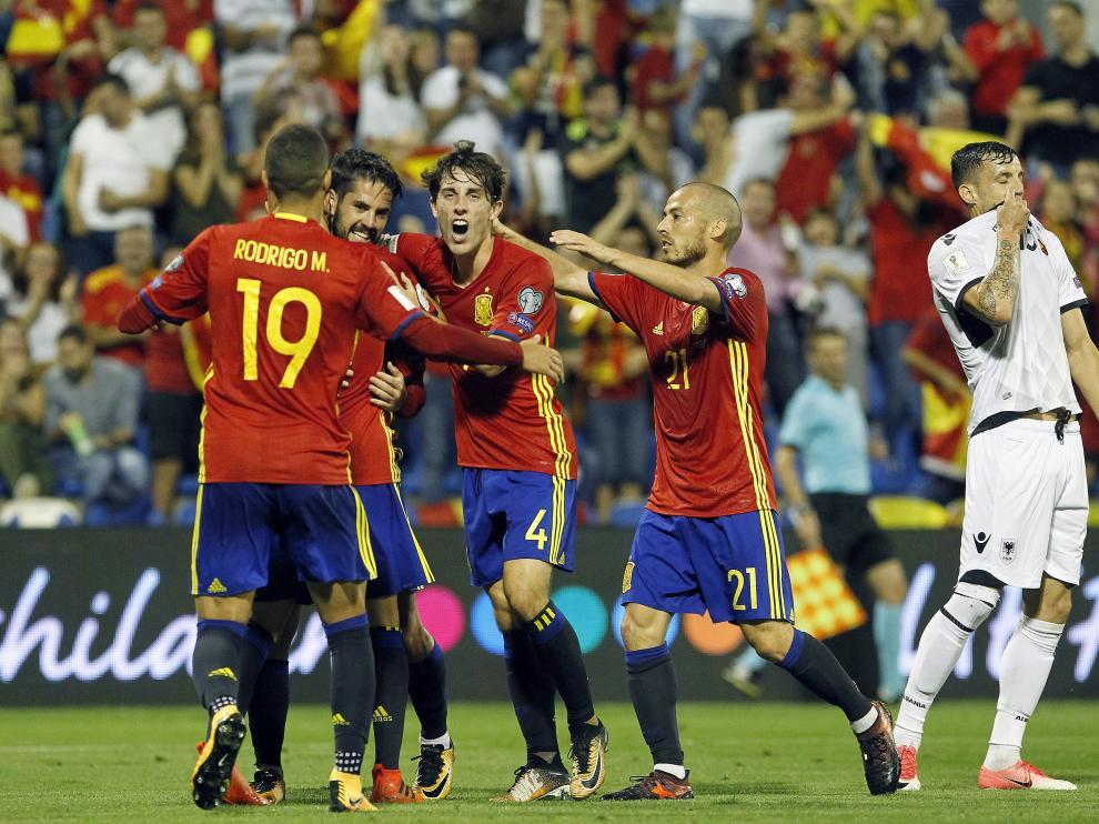 Los jugadores celebran un gol de España.