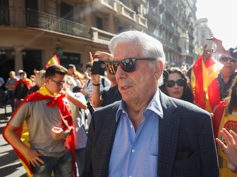 """Vargas Llosa dice que muchos catalanes no quieren el """"golpe de Estado"""""""