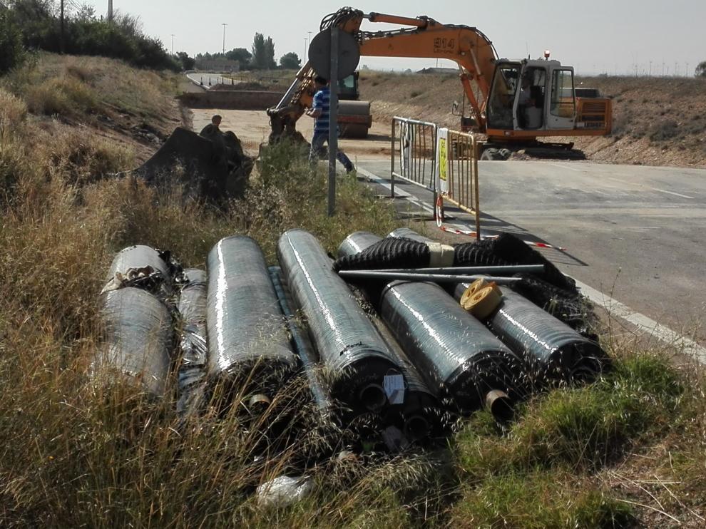 En primer término, el material geotextil que protegerá la sima aparecida en Boquiñeni.