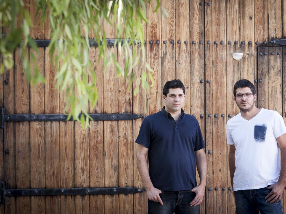 José Antonio y Javier Fandos, en las instalaciones de Fanbar en Samper de Calanda.