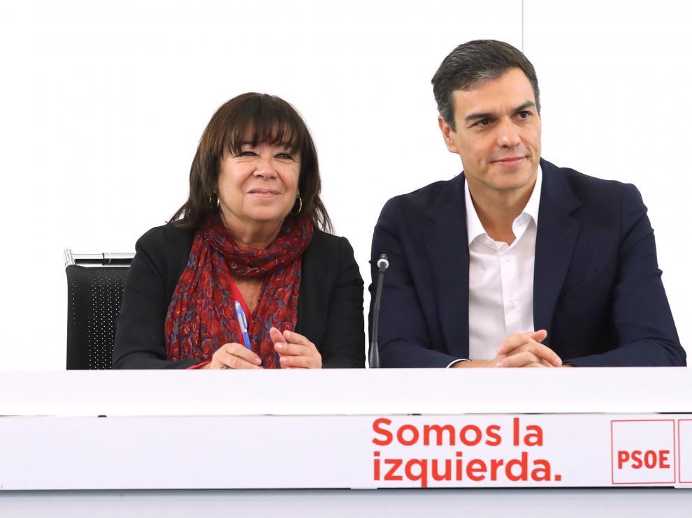 Imagen de archivo de la presidenta del PSOE, Cristina Narbona, junto a Pedro Sánchez.