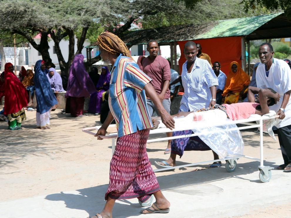 Los hospitales de la ciudad están totalmente desbordados ante la masiva llegada de heridos.
