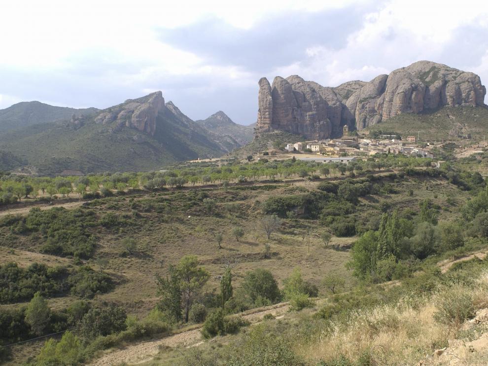 La localidad de Agüero, en La Hoya de Huesca, conocida sobre todo por sus mallos.