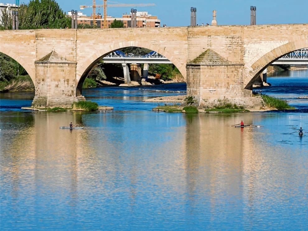 El río Ebro a la altura del Puente de Piedra de Zaragoza