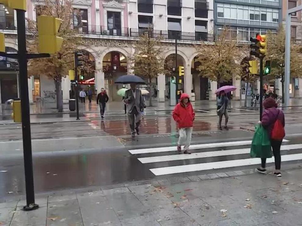 Vuelve la lluvia a Zaragoza después de 26 días.