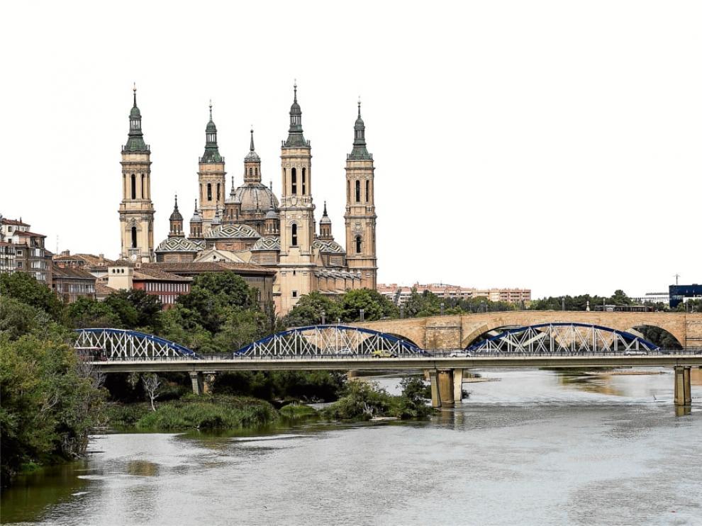 Vista de la Basílica del Pilar, el puente de Piedra y el de Hierro