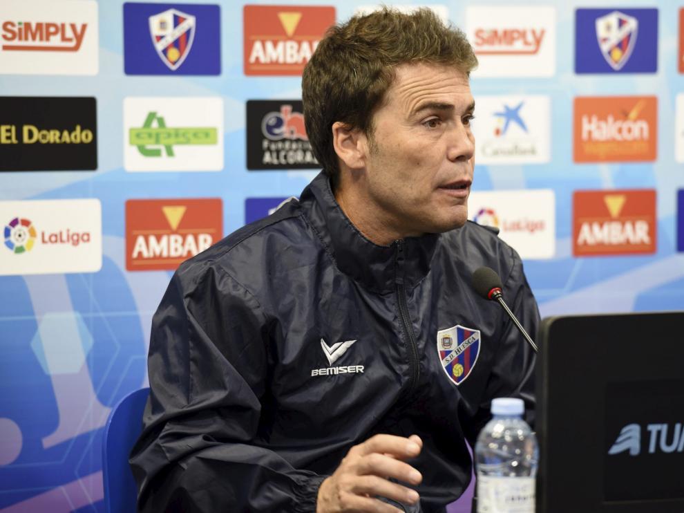 Rubi, durante una rueda de prensa en El Alcoraz.