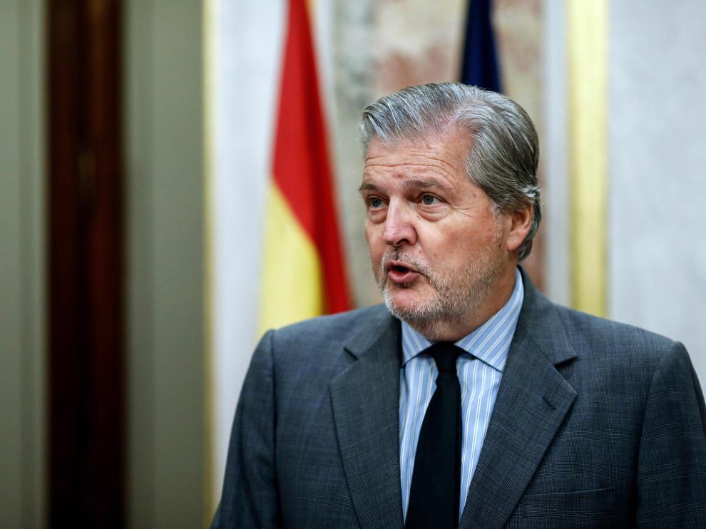 El portavoz del Gobierno, Íñigo Méndez de Vigo, respondiendo a la carta de Puigdemont en nombre del Ejecutivo.