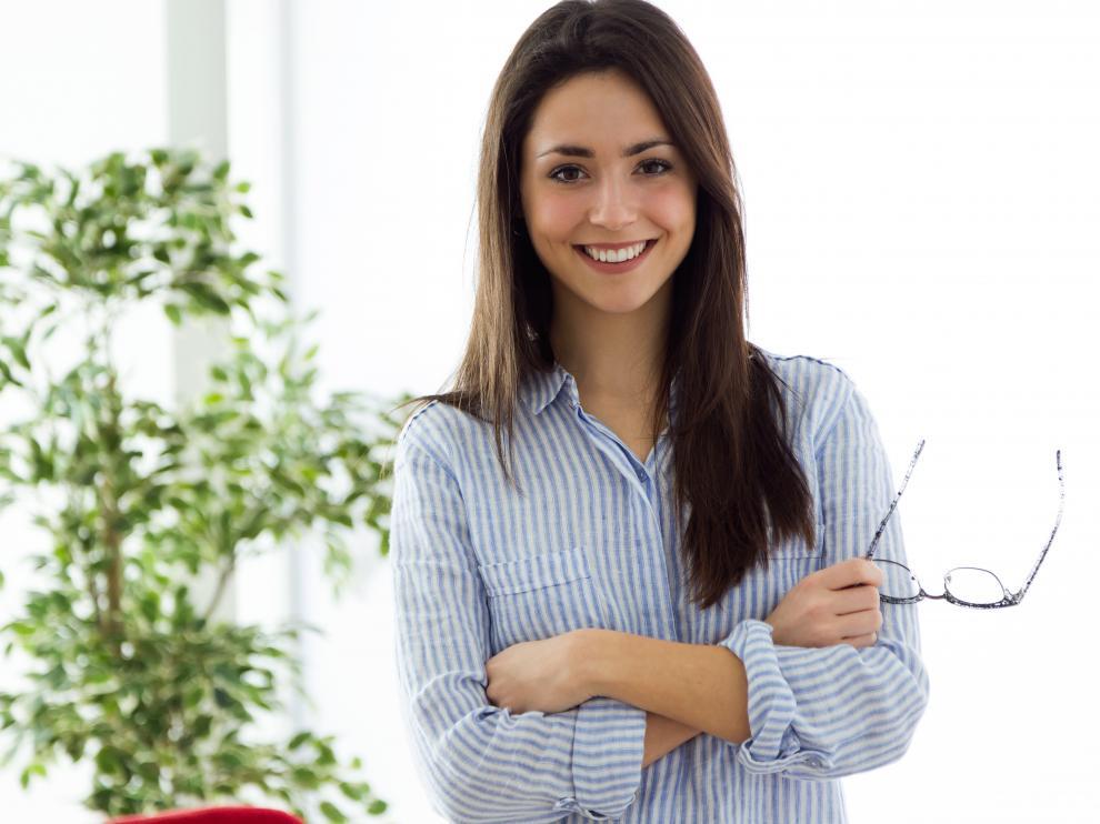 Decorar la oficina con plantas puede tener efectos beneficiosos sobre la salud.