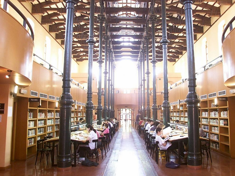 Biblioteca Ricardo Magdalena, la más grande de la red municipal de Zaragoza.
