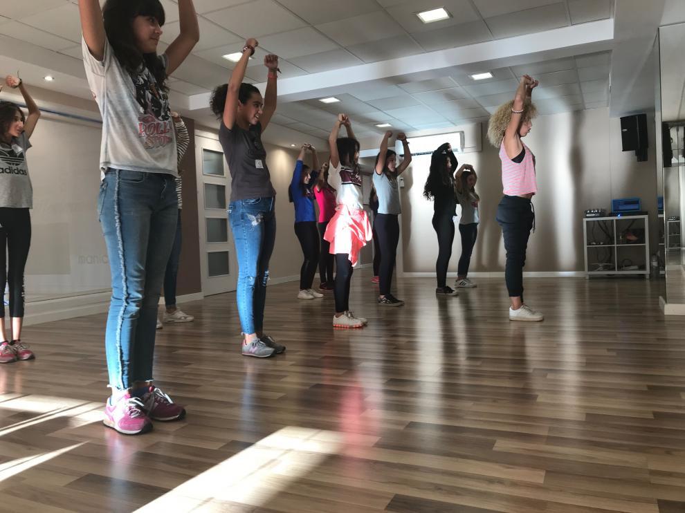Casi una treintena de adolescentes participaron en el casting