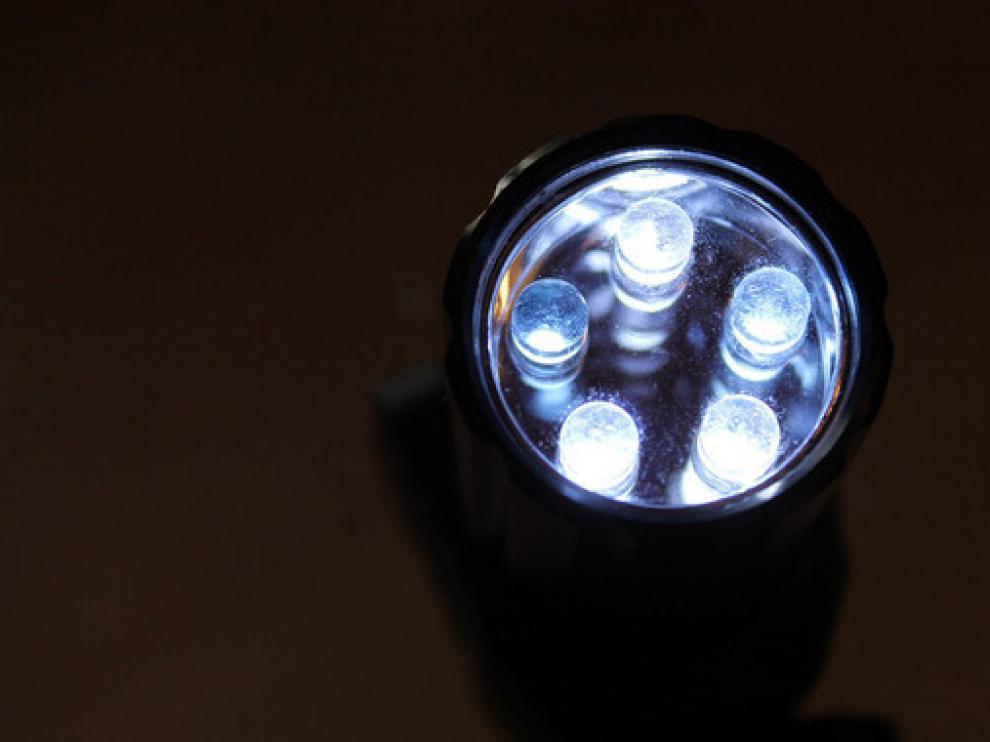 El equipo ha evaluado más de una veintena de tipos de lámparas LED de baja potencia y ha comprobado que su precio no guarda relación con la calidad de su energía