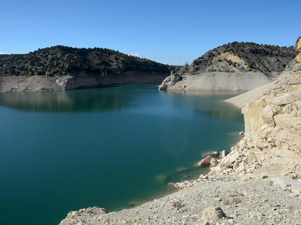 El pantano del Arquillo en niveles muy bajos de agua, en octubre de 2017