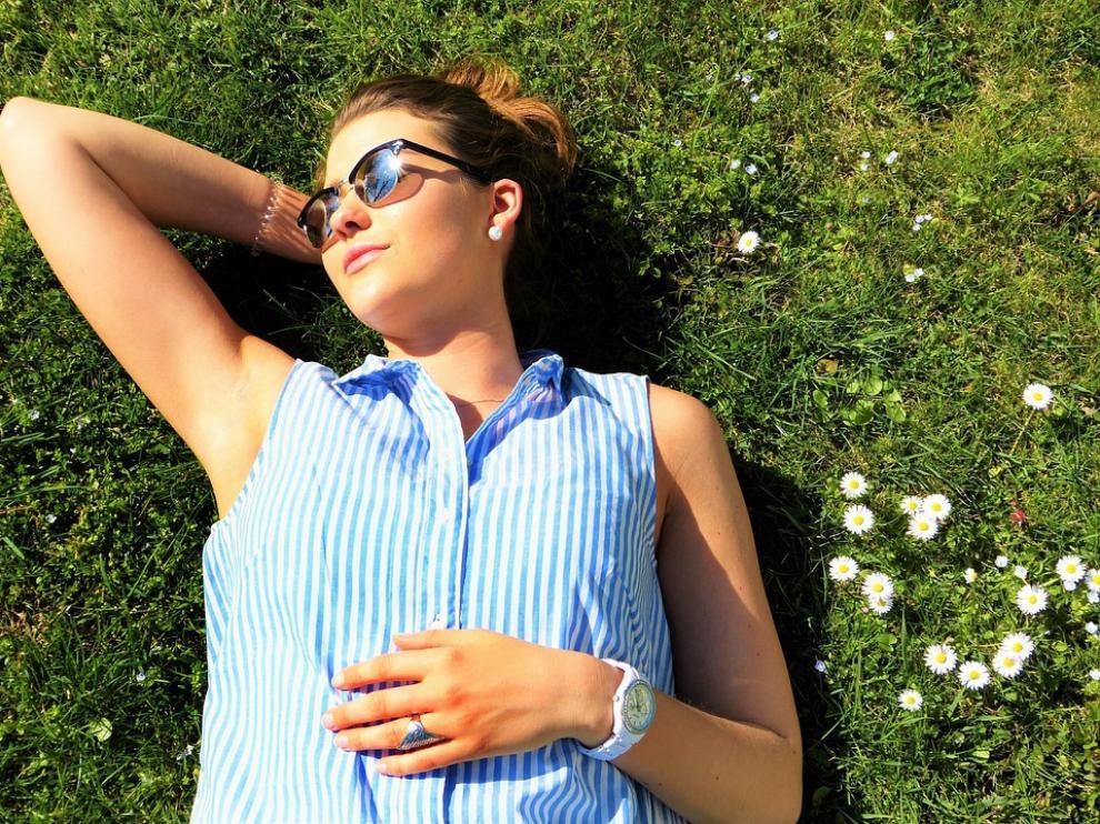 Mantener unos niveles óptimos de vitamina D es fundamental en la mujer durante la adolescencia, el embarazo, la menopausia y la ancianidad.