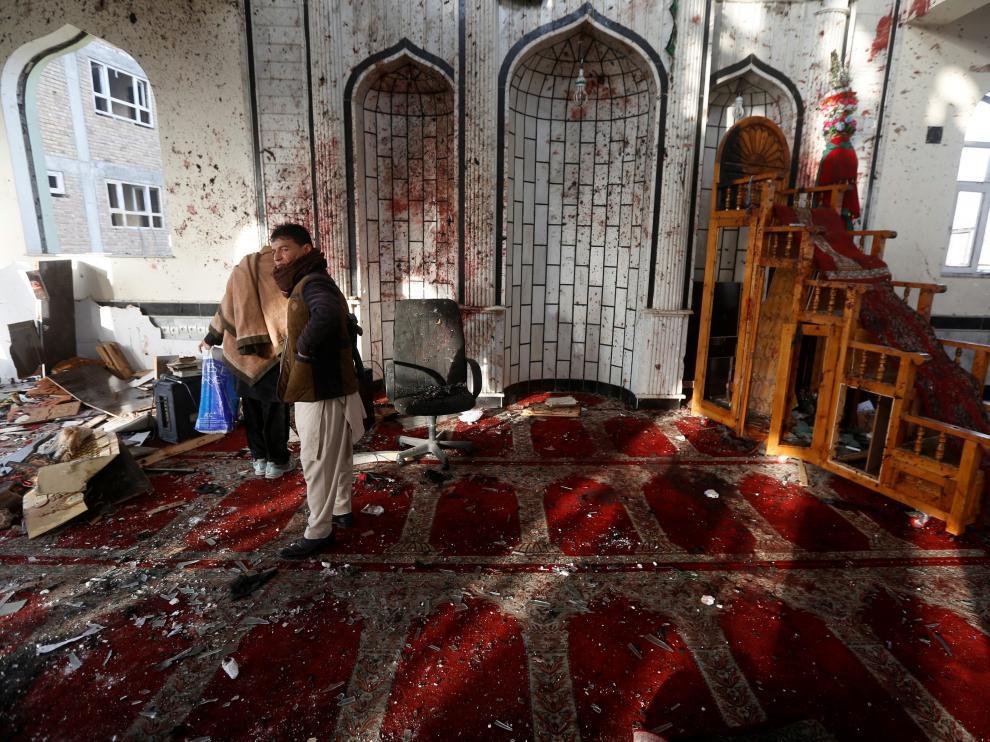 Imagen del atentado suicida que se perpetró en una mezquita de Kabul este viernes.