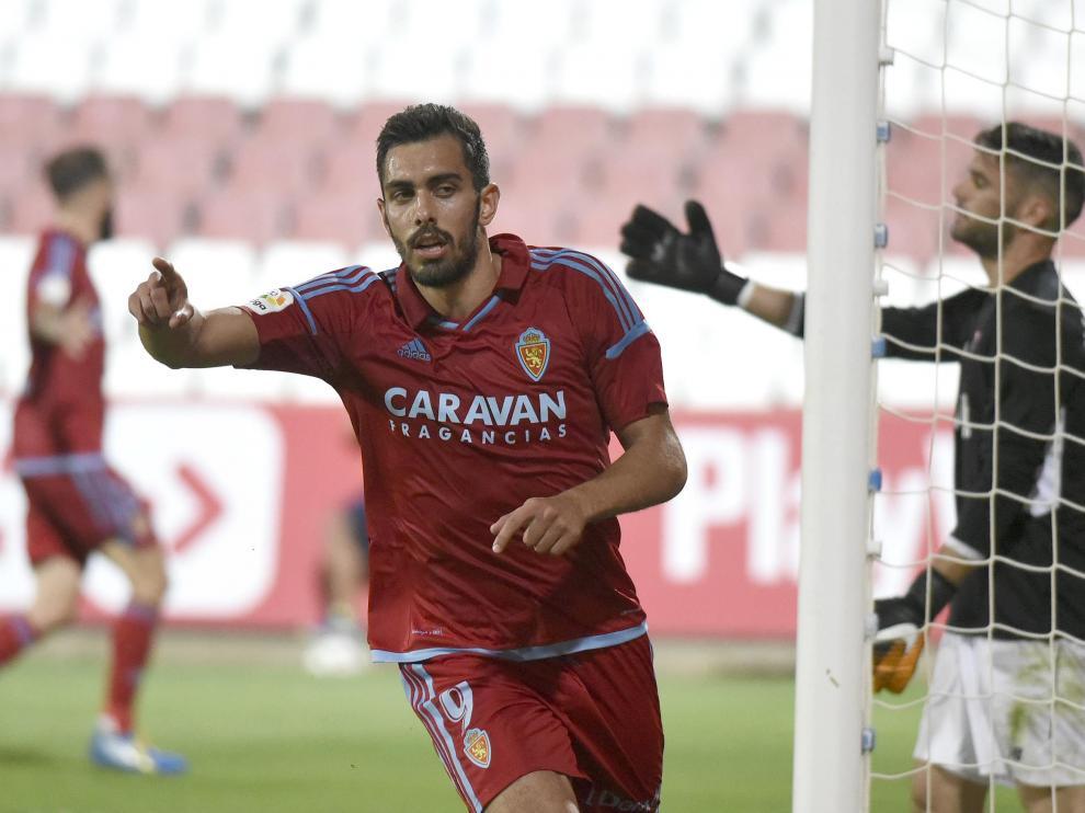 Borja celebra uno de sus dos tantos en campo sevillista.