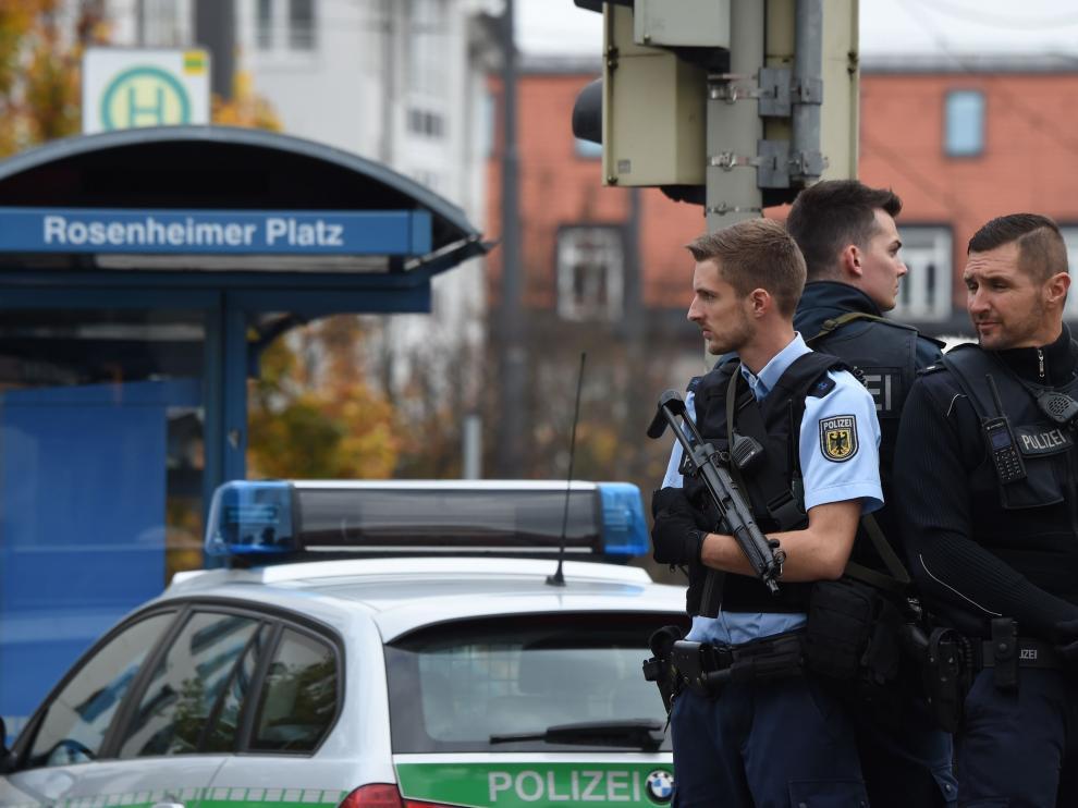 Policías alemanes cerca del lugar del ataque.