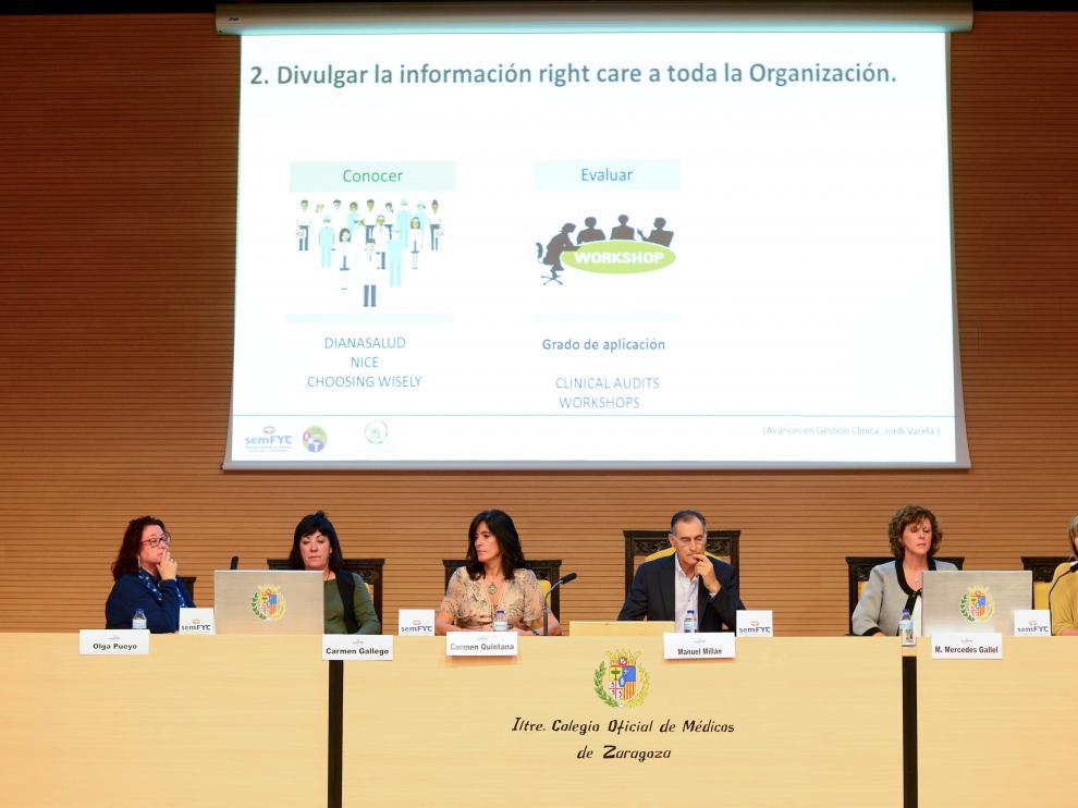 Una de las mesas redondas del encuentro nacional celebrado este sábado en el Colegio de Médicos de Zaragoza