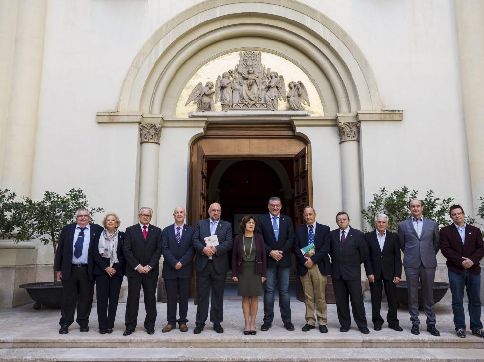 Los representantes institucionales y del Centro Aragonés de Valencia que participaron en la presentación  en la Sala de la Corona.