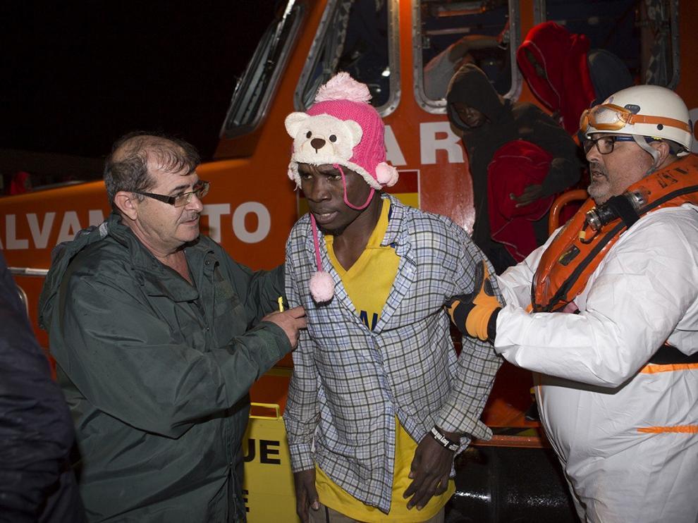 Llegada al puerto de Motril de 65 inmigrantes, el pasado jueves.