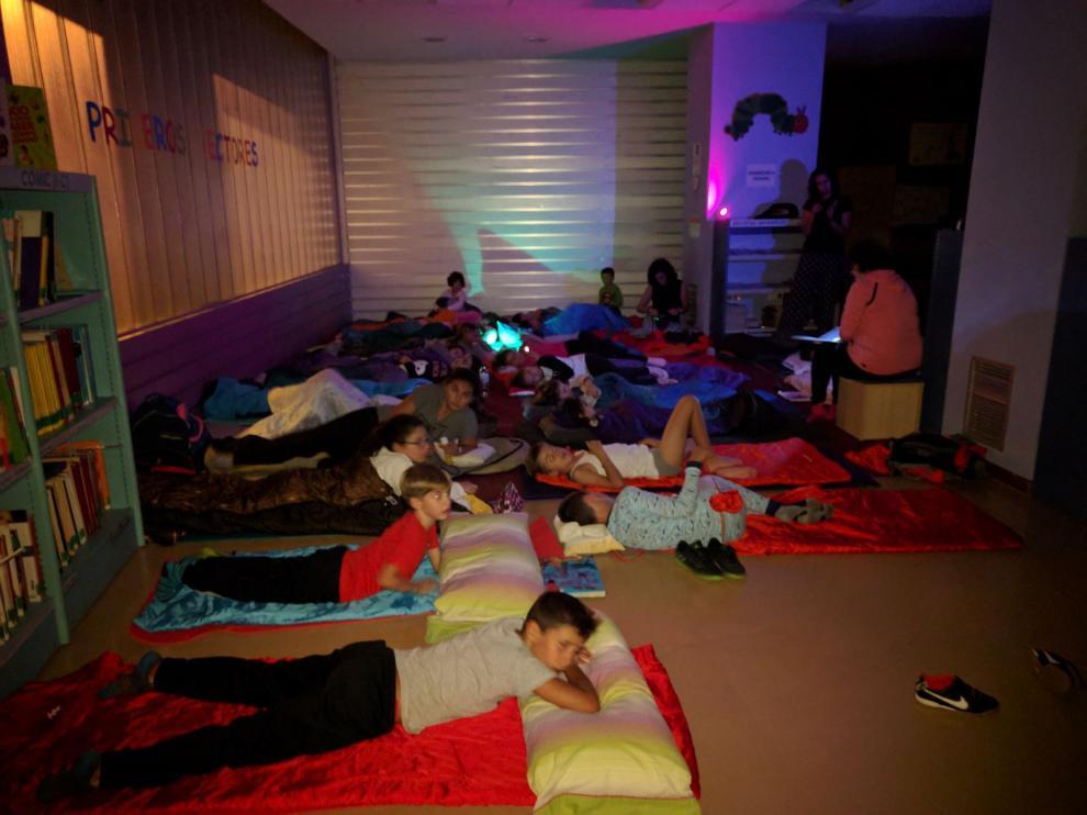 25 niños acamparon en la biblioteca Antonio Durán Gudiol de Huesca